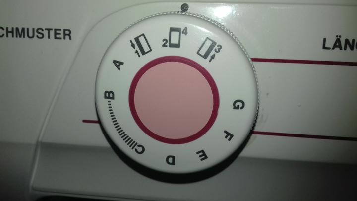 Nähmaschine-4-Schritt-Knopflochautomatik-Schritt-2