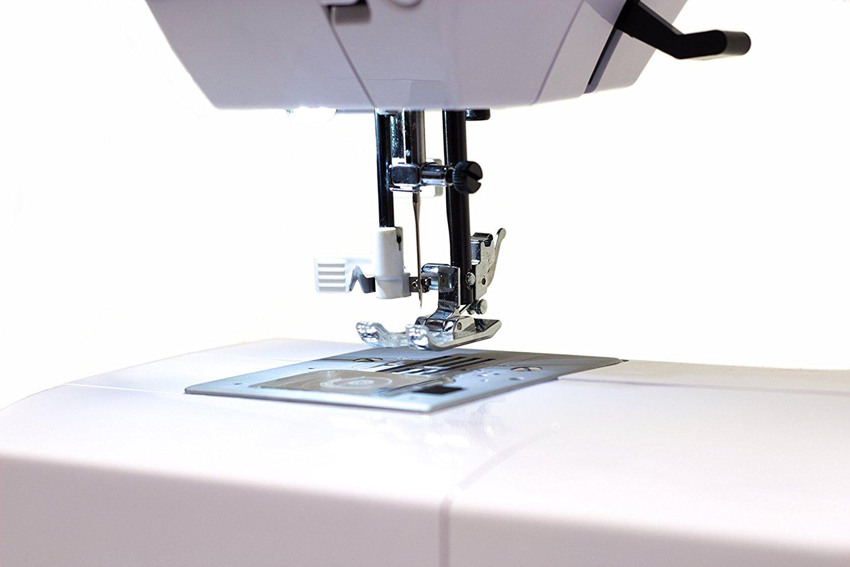Nähmaschine mit automatischer Nadeleinfädelung